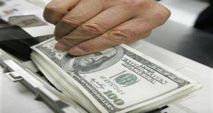 الدولار يسجل أعلى سعر له في السوق السوداء